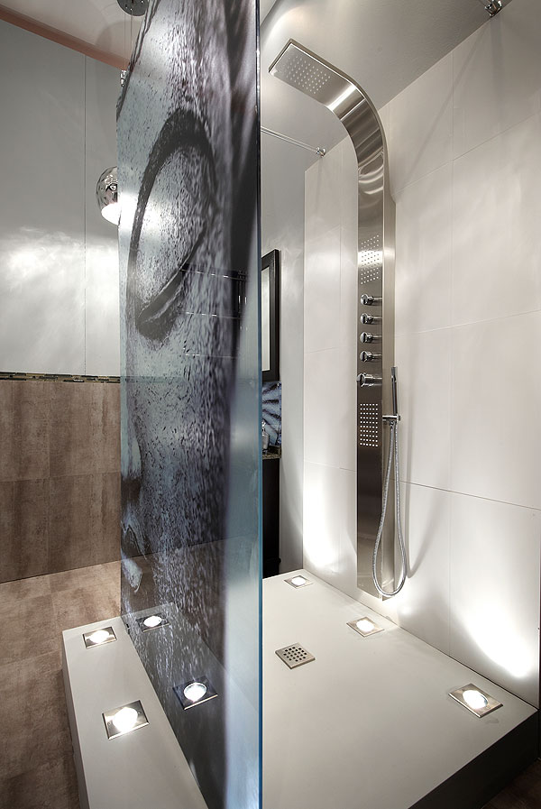 Art in the shower visi for Bathroom bazare