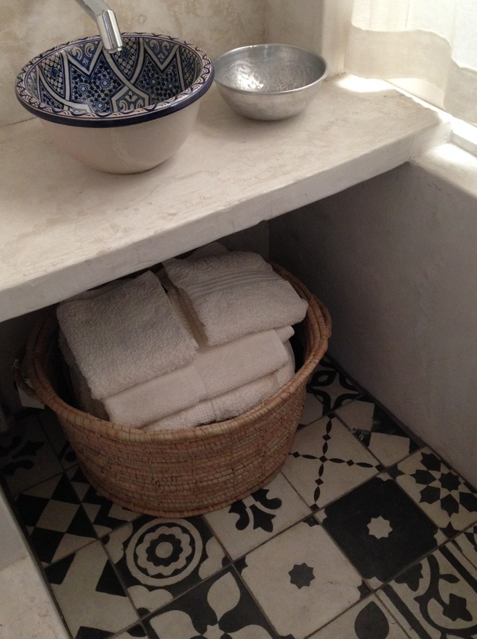 Cement finishes can be combined with tiles to stay on trend.