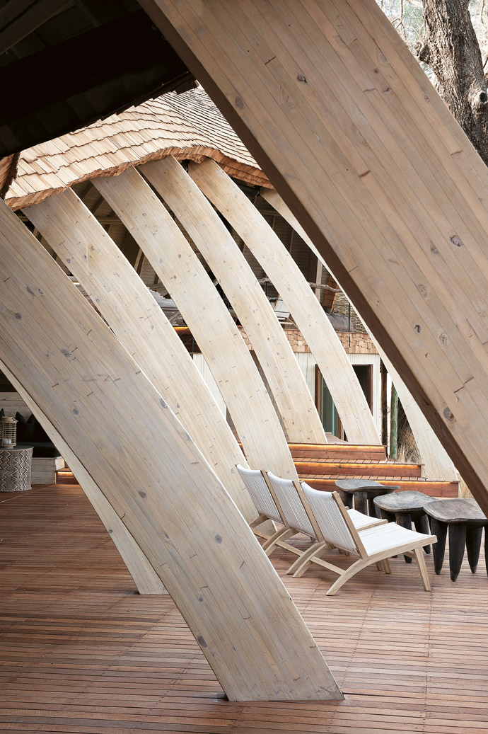 The nature-inspired lines of the Sandibe architecture are seldom straight. The arched wooden beams that form the skeleton of the structure were bent, not cut, into shape by carpenters in Mpumalanga, South Africa and then shipped to the site in Botswana.