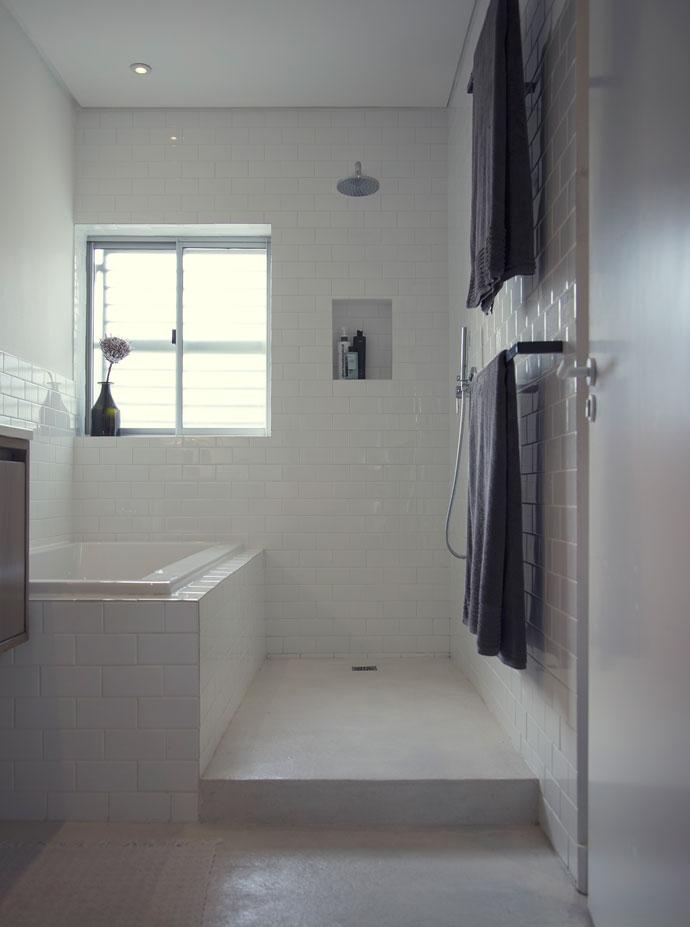 Stylish cape town apartment visi for Bathroom decor johannesburg