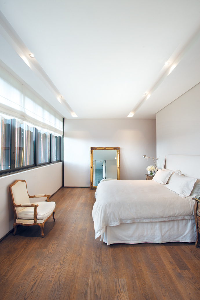 Off-whites and nudes dominate the bedrooms. In the master bedroom, twolayers of voile are used as a blind.