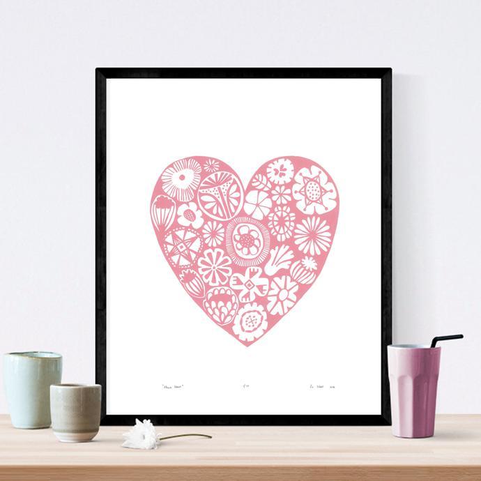 Rose_Quartz_Flower_Heart_50x40cm_Black_frame_square