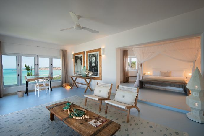 The Santa Carolina suite in The Villa affords spectacular views of the sea – like all the other suites do. Pieces of furniture from Bali add rustic warmth to the elegant decor.