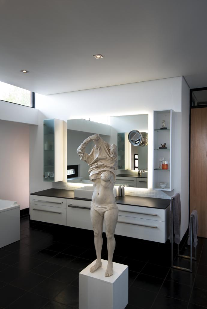 The sculpture in the main bedroom is an untitled work in marble resin by artist Rossouw van der Walt.