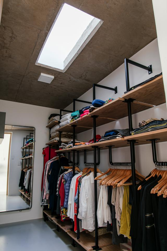 Nadine designed the shelving in the walk-in closet, Tsipe Engineering manufactured the steel structure and Andre made the timber shelves.