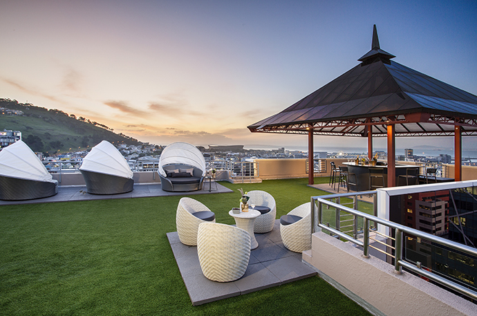 180 Lounger outside deck with sunset views