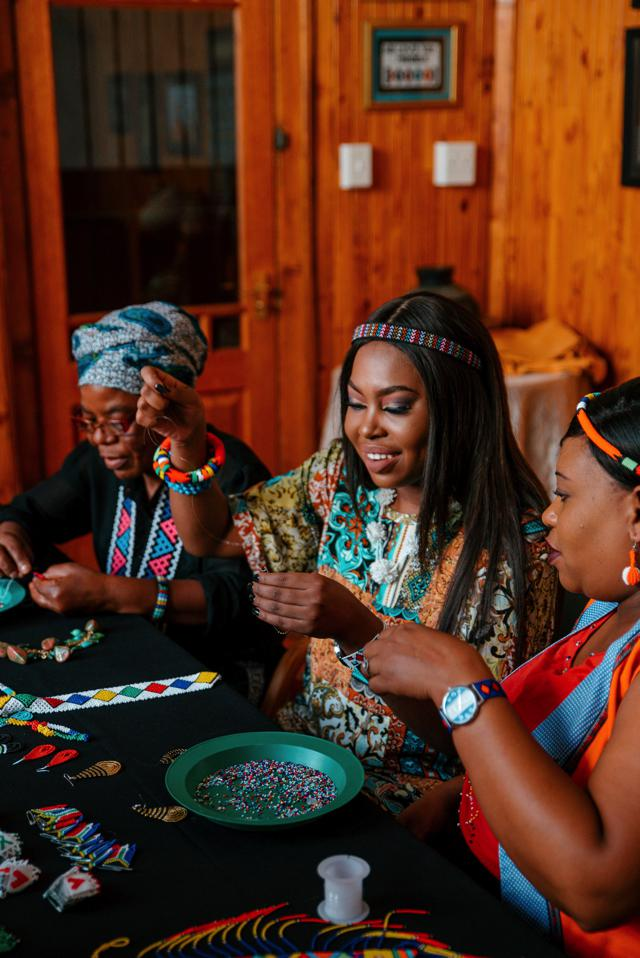 Naledi Sibisi working with the talented crafters from Tshwane Hub of Arts (THOA).