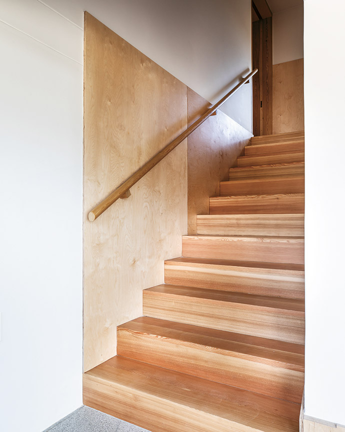 Siberian larch was used for the floor and birch plywood for the joinery, adding warmth to the otherwise light interior.